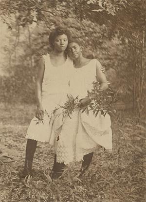 Annie Bell and Sammie Pratt, Mississippi, ca. 1905. Gelatin silver print.